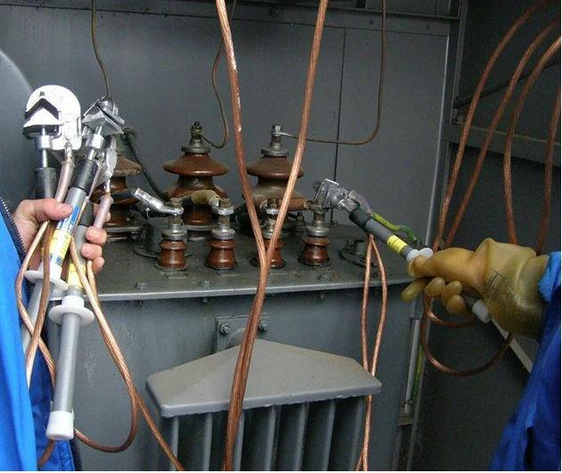 Установка переносного заземления на выводах трансформатора