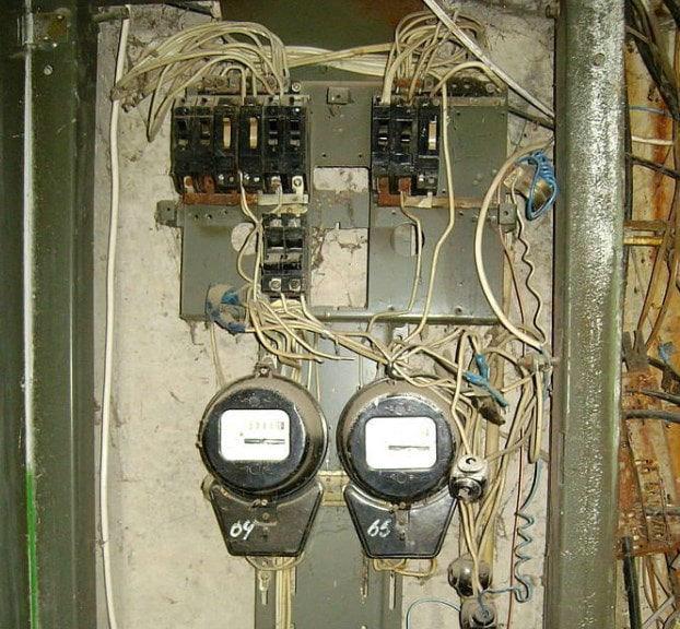 Электрощит в подъезде