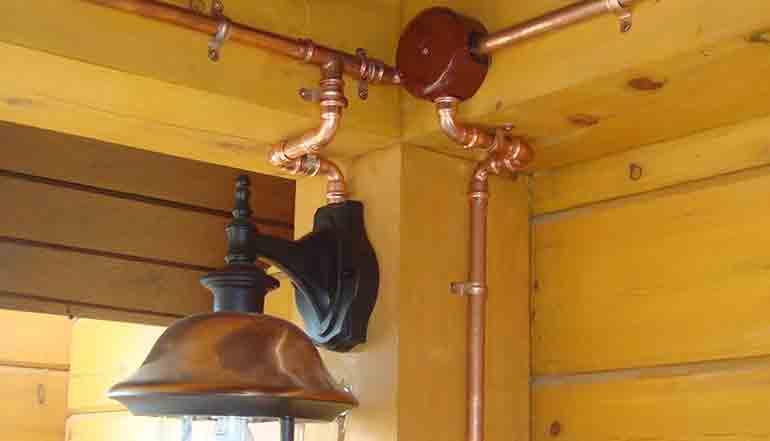 Электропроводка в медных трубах в стиле Лофт