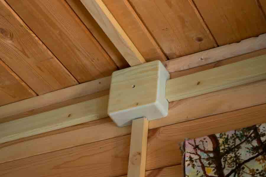 Кабель канал для электропроводки в деревянном доме